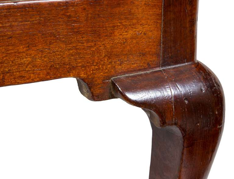 Set of Four Mahogany Queen Anne Side Chairs, circa 1740-1760 For Sale 4