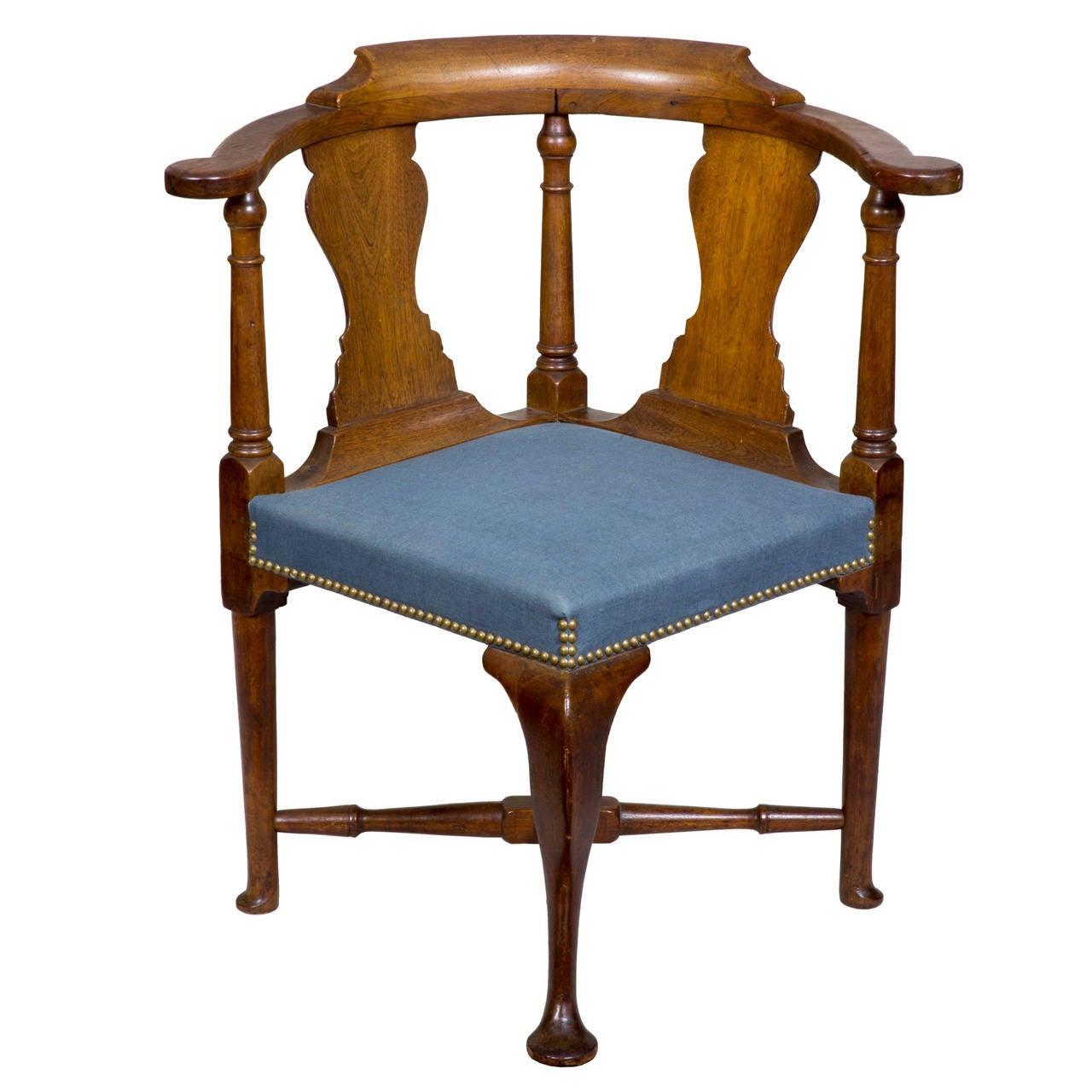 Early Queen Anne Walnut Corner Chair, Massachusetts, circa 1750