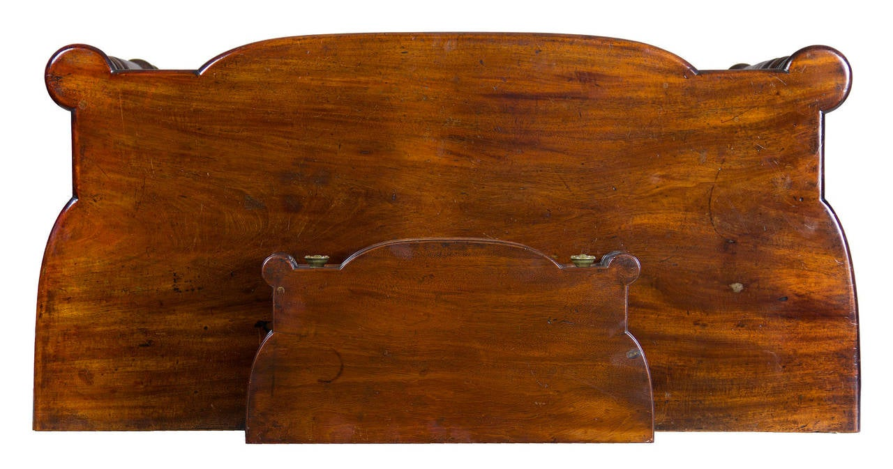 American Classical Classical Mahogany Dressing Table with Dressing Box, Salem or Portsmouth For Sale
