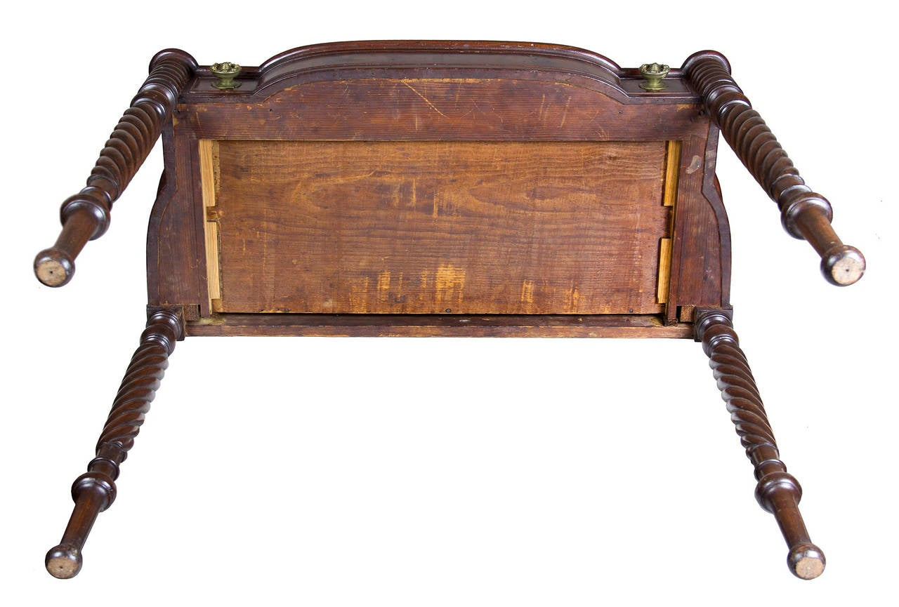 Classical Mahogany Dressing Table with Dressing Box, Salem or Portsmouth In Excellent Condition For Sale In Providence, RI