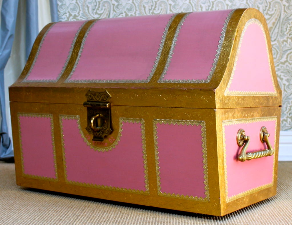Pink Italian style child's storage trunk / chest image 2
