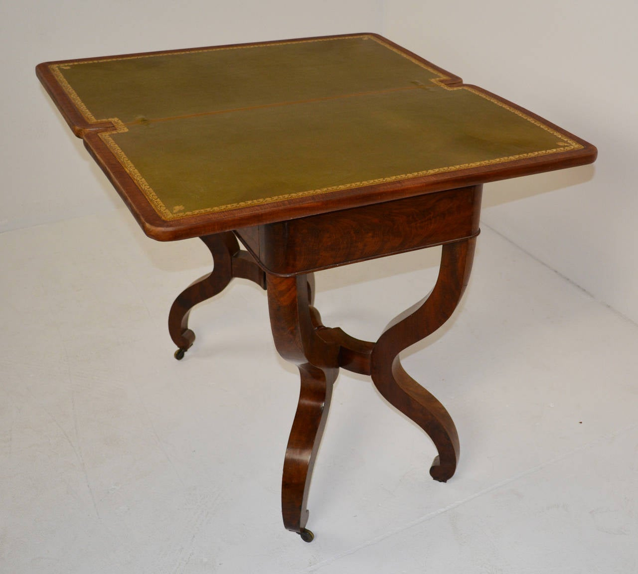 Fine louis philippe card table for sale at 1stdibs for Table ronde louis philippe