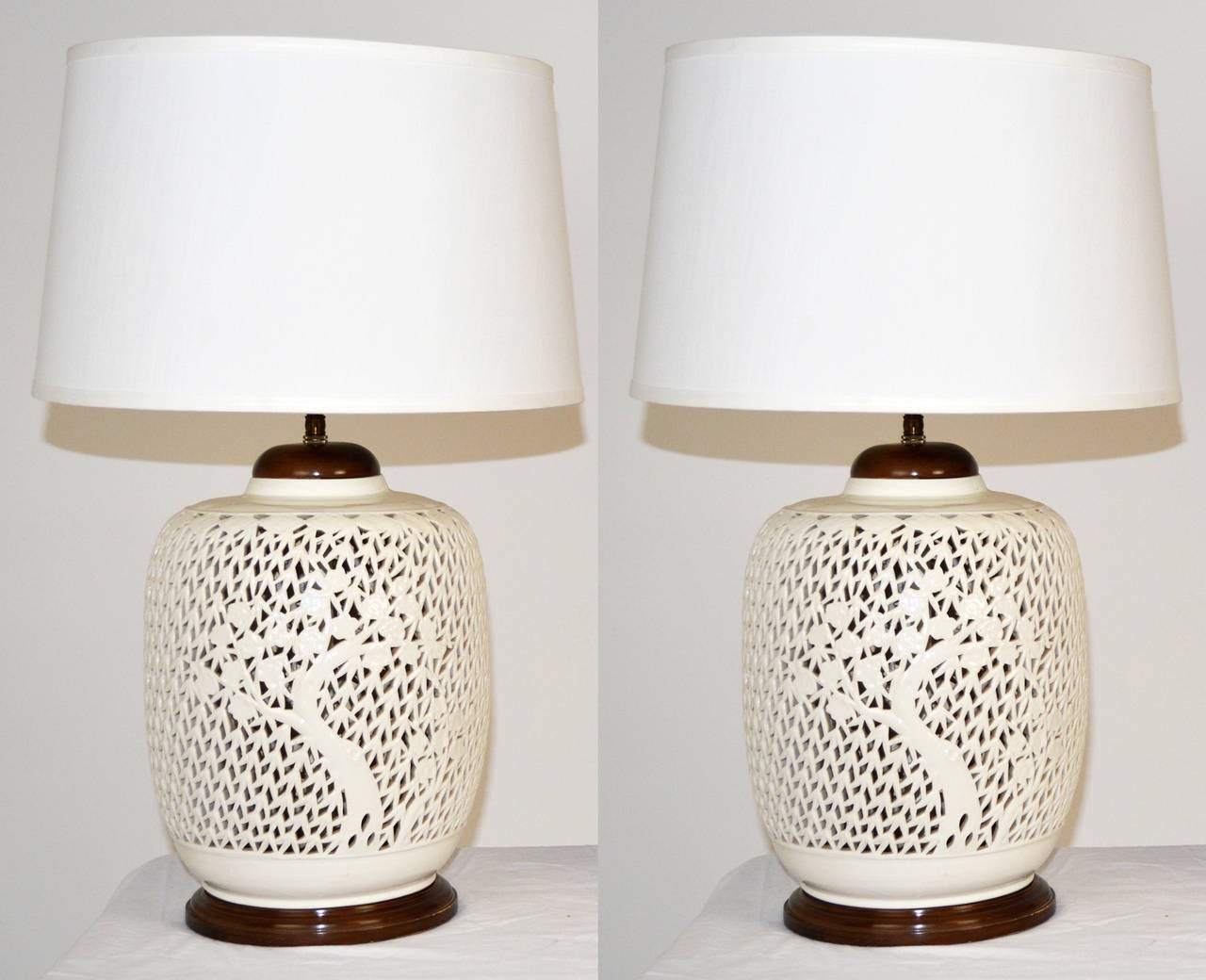 Pair of reticulated porcelain blanc de chine lamps for for Table de chine