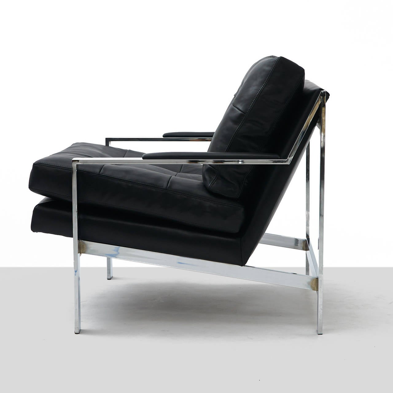 pair of black leather and chrome lounge chairs at 1stdibs