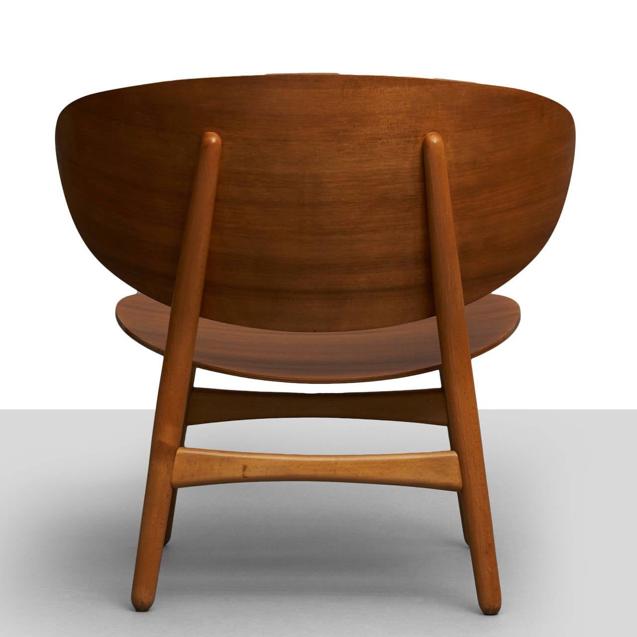 Hans Wegner, Pair of Shell Lounge Chairs In Excellent Condition For Sale In San Francisco, CA