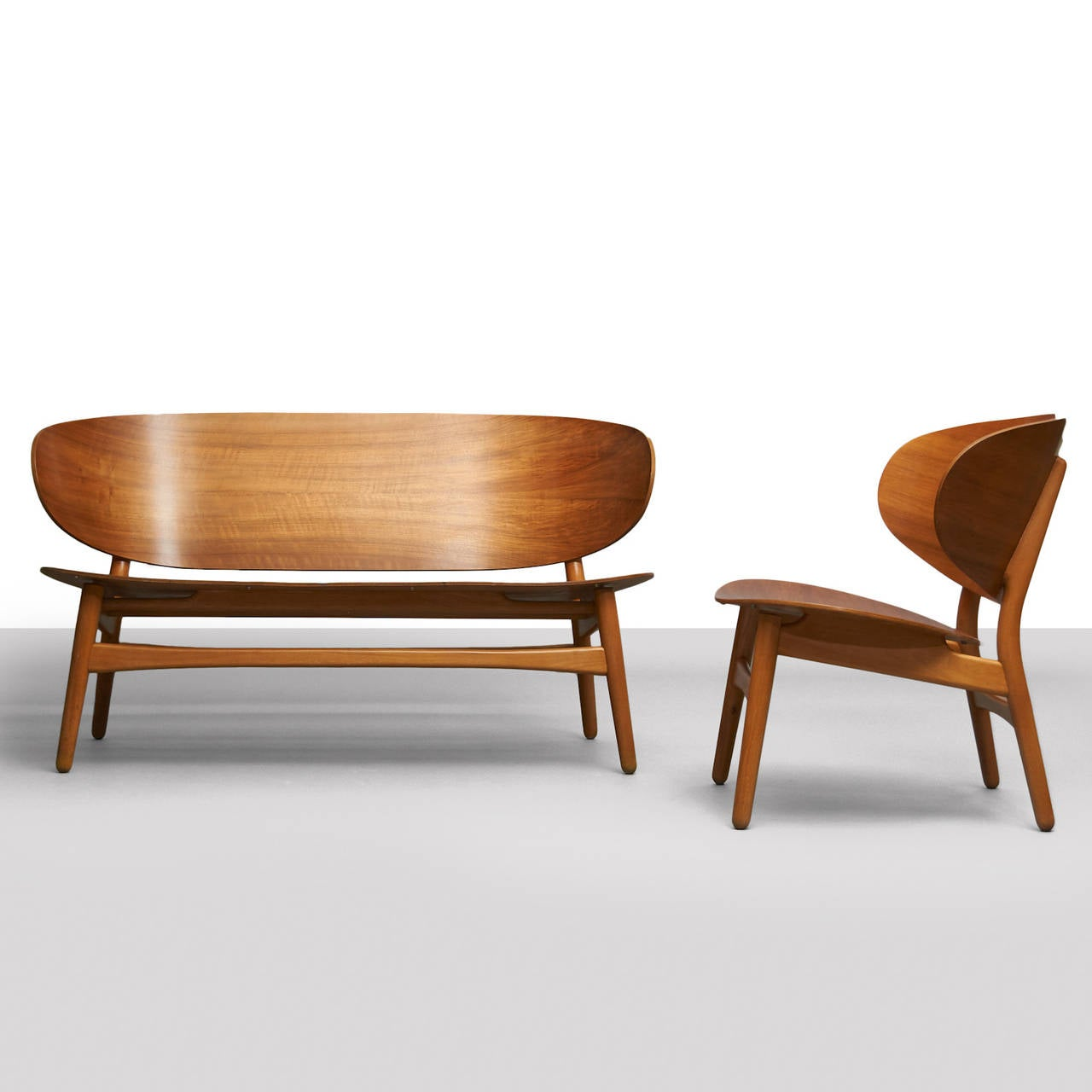 Hans Wegner Shell Settee In Excellent Condition For Sale In San Francisco, CA