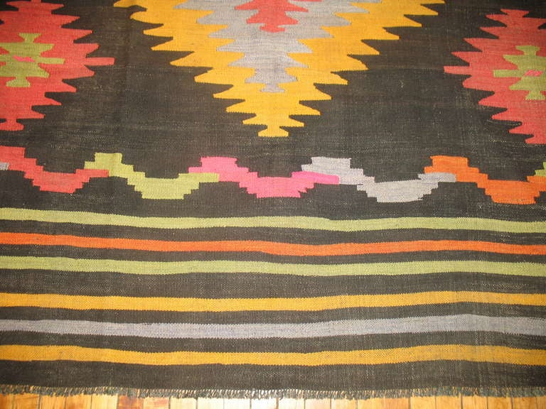 Vintage Turkish Kilim Flat-Weave Room Size Rug In Excellent Condition For Sale In New York, NY