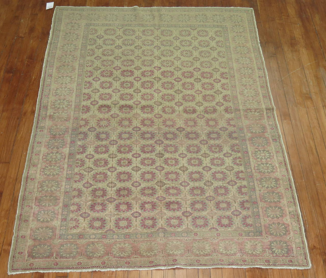 A Turkish Sivas rug with a mini-khani pattern in beige and pink cotton accents.