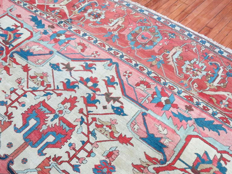 Ivory Field Antique Persian Serapi Rug In Good Condition For Sale In New York, NY