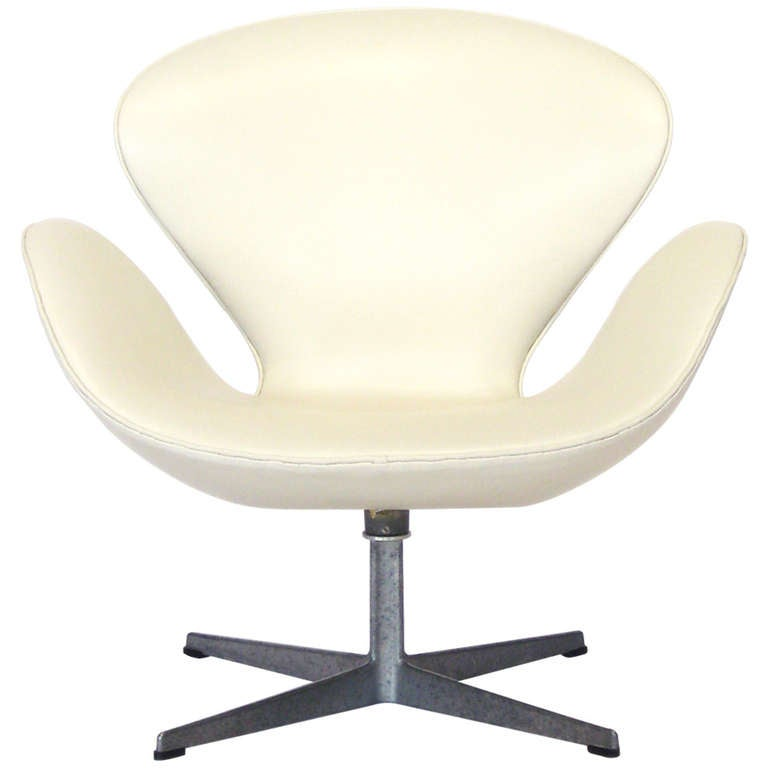 Early Arne Jacobsen Swan Chair In Ivory Leather By Fritz Hansen For Sale At 1
