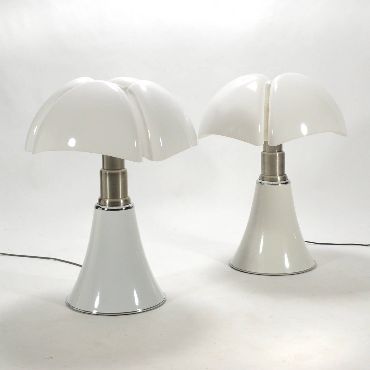 Italian Pair of Gae Aulenti Pipistrello Table Lamps For Sale