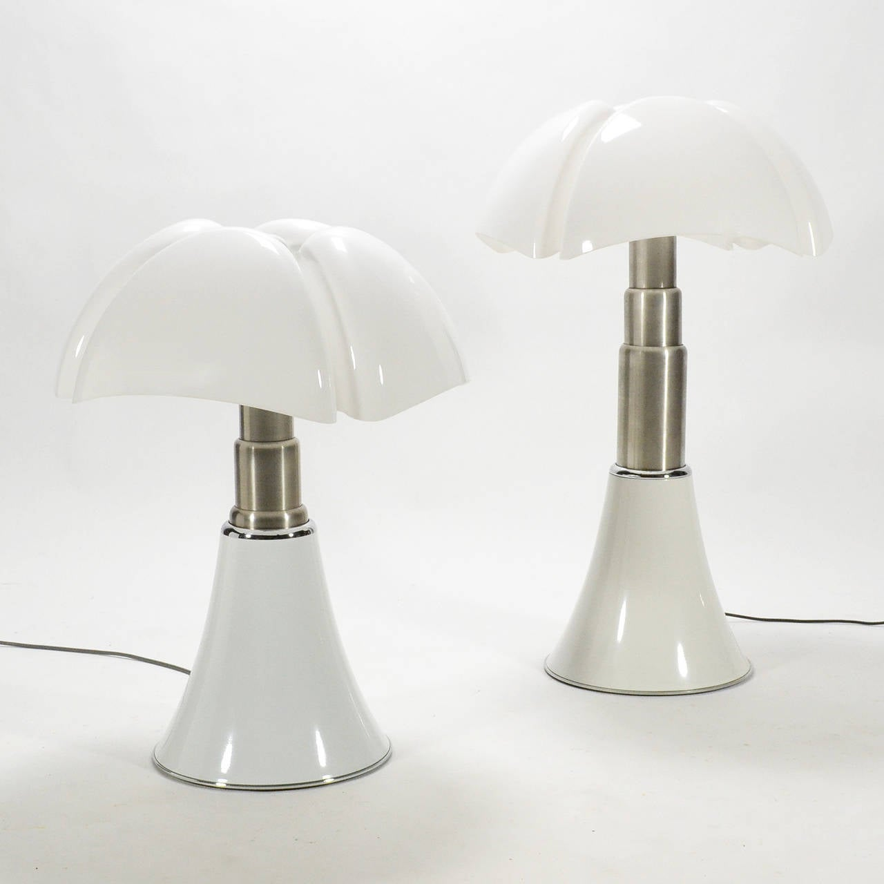 Painted Pair of Gae Aulenti Pipistrello Table Lamps For Sale