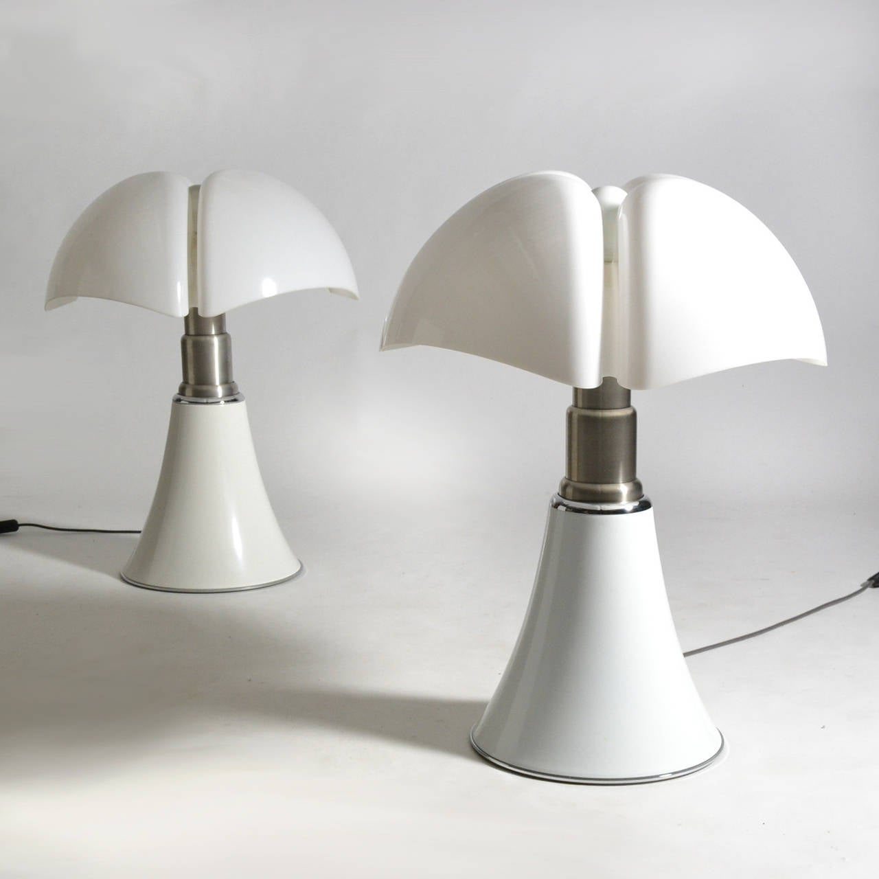 Pair of Gae Aulenti Pipistrello Table Lamps In Good Condition For Sale In Highland, IN