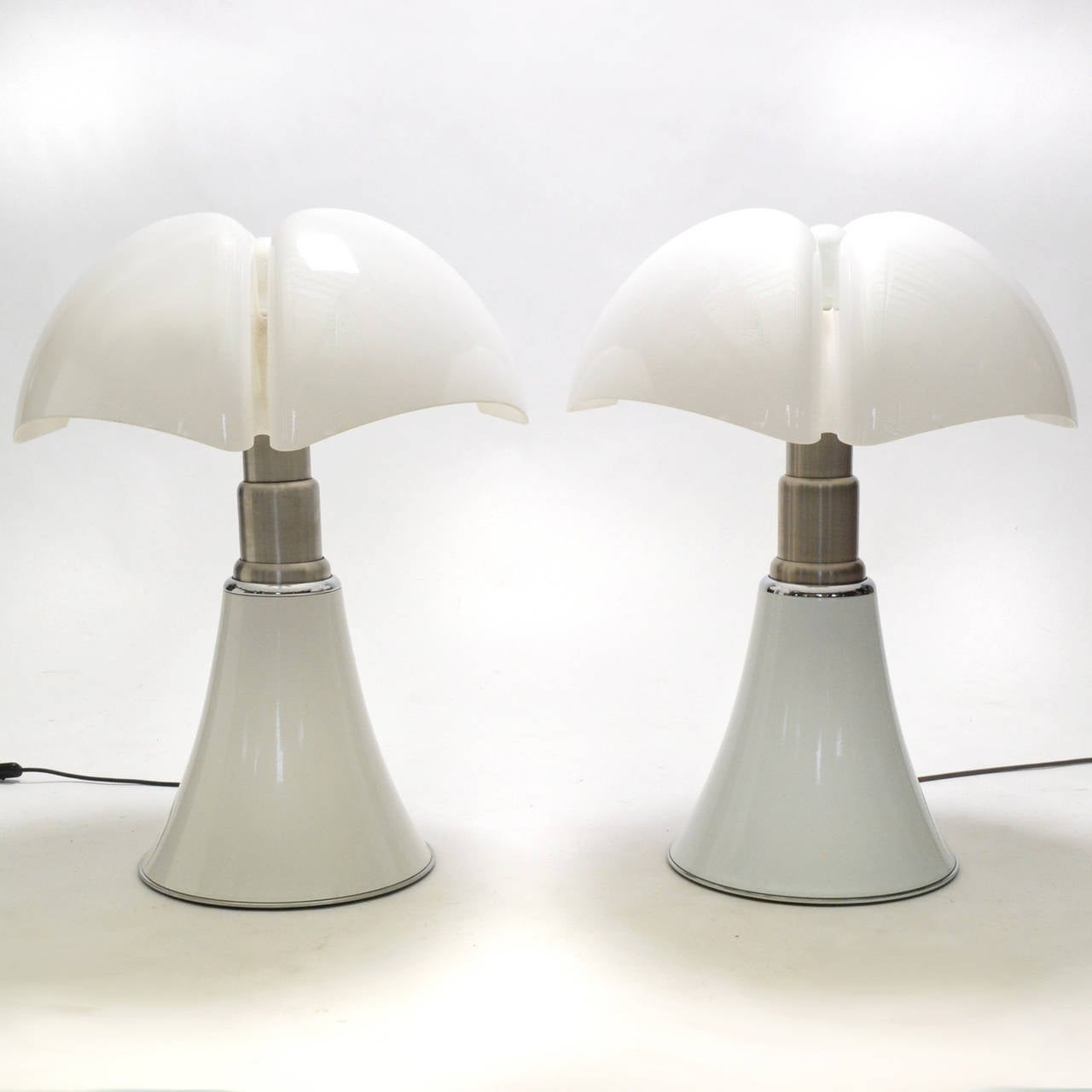 Mid-20th Century Pair of Gae Aulenti Pipistrello Table Lamps For Sale