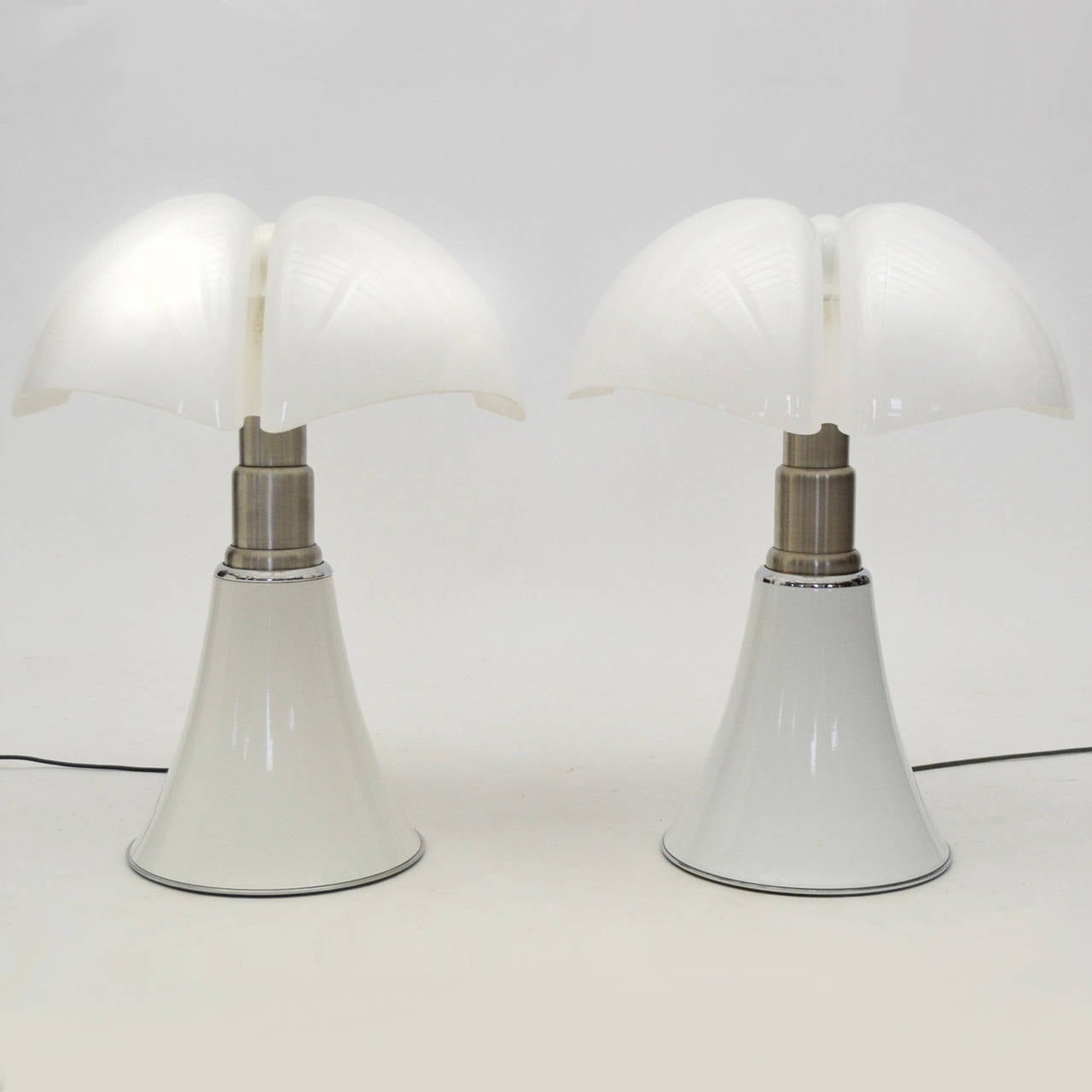 Mid-Century Modern Pair of Gae Aulenti Pipistrello Table Lamps For Sale