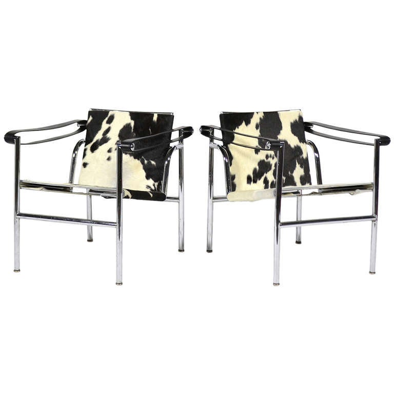 pair of le corbusier lc1 lounge chairs by cassina at 1stdibs. Black Bedroom Furniture Sets. Home Design Ideas