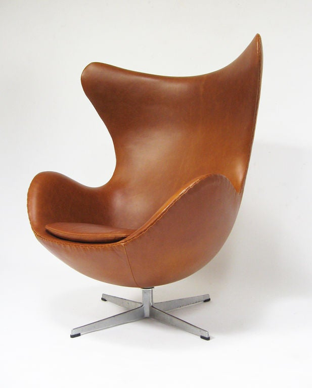 arne jacobsen egg chair in cognac leather by fritz hansen at 1stdibs. Black Bedroom Furniture Sets. Home Design Ideas