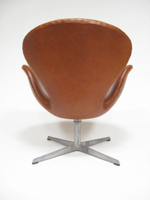 Arne Jacobsen swan chair in cognac leather by Fritz Hansen 1