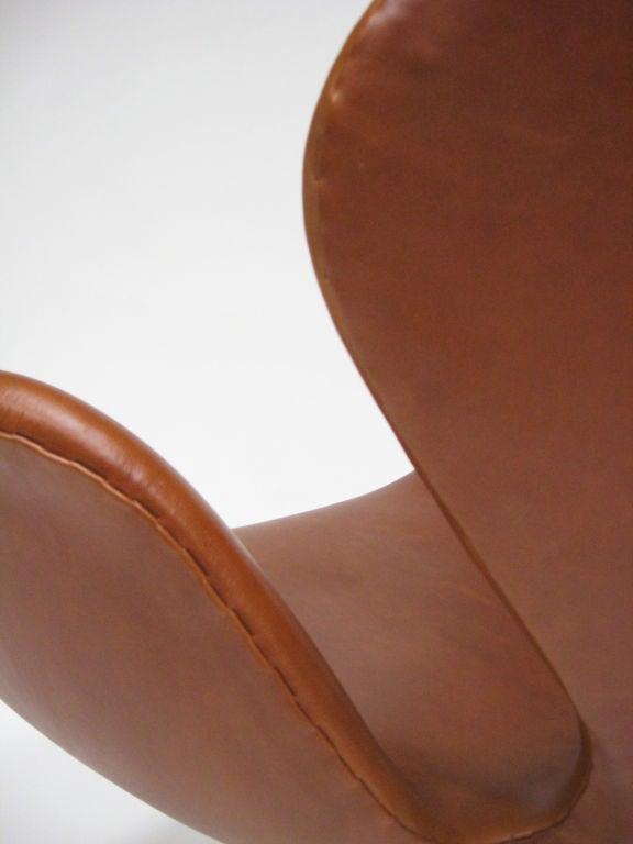 Arne Jacobsen swan chair in cognac leather by Fritz Hansen 3