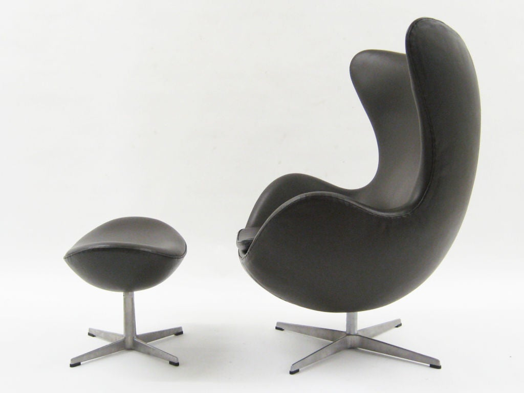 arne jacobsen egg chair and ottoman by fritz hansen at 1stdibs. Black Bedroom Furniture Sets. Home Design Ideas