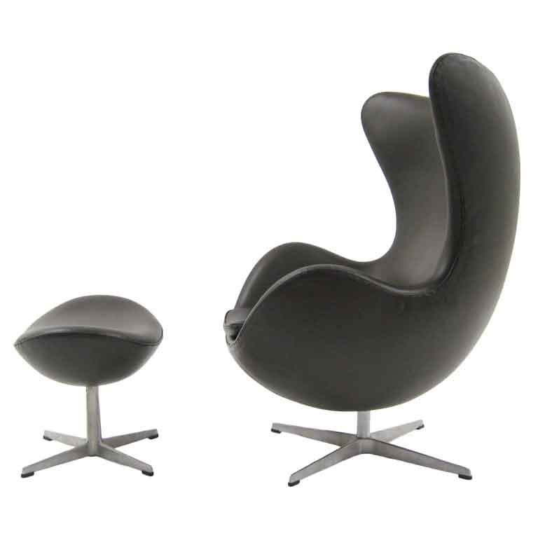 Pouf Design Egg Pouf Jacobsen : Arne jacobsen egg chair and ottoman by fritz hansen at stdibs