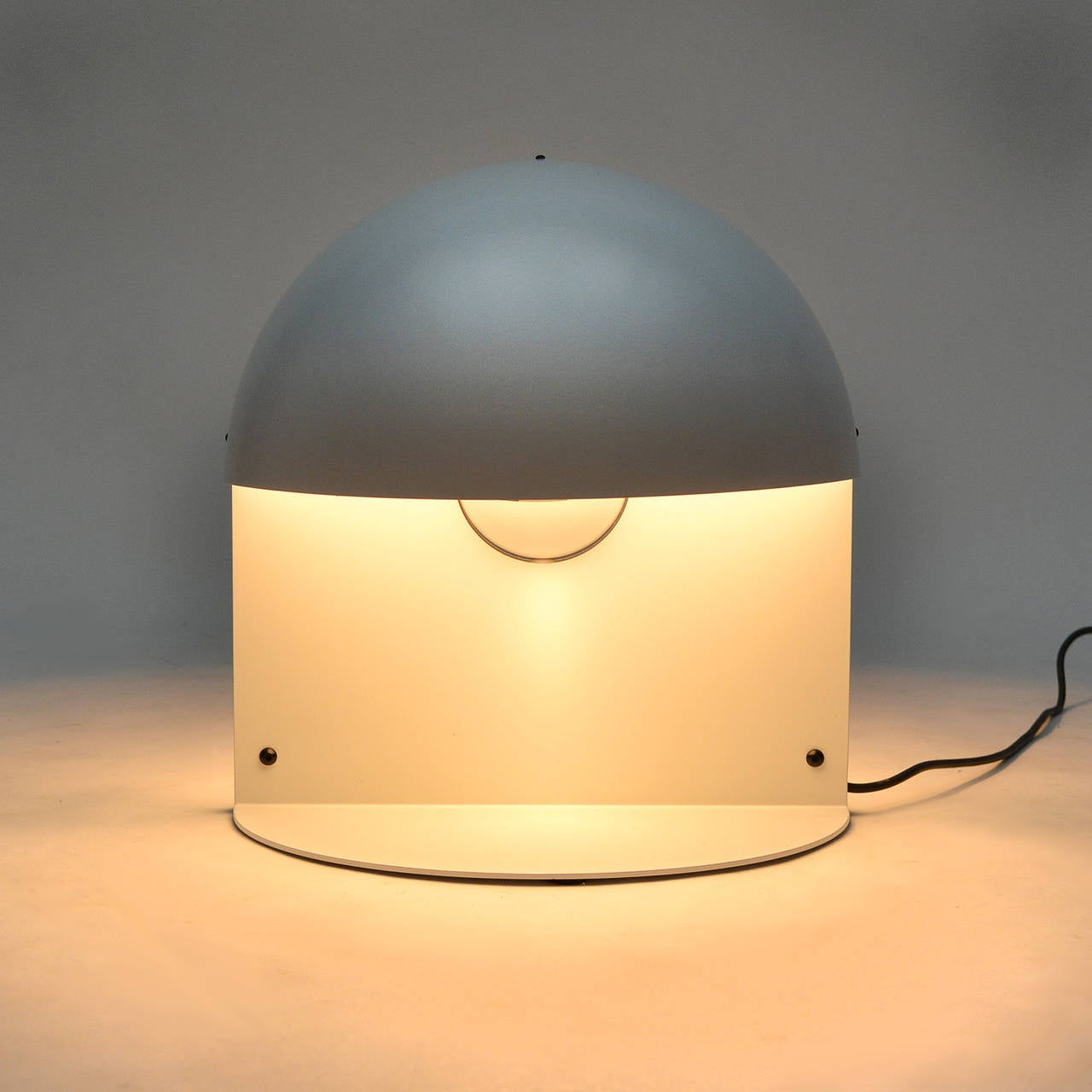 Mid-Century Modern Italian Table Lamp in the Manner of Castiglioni For Sale