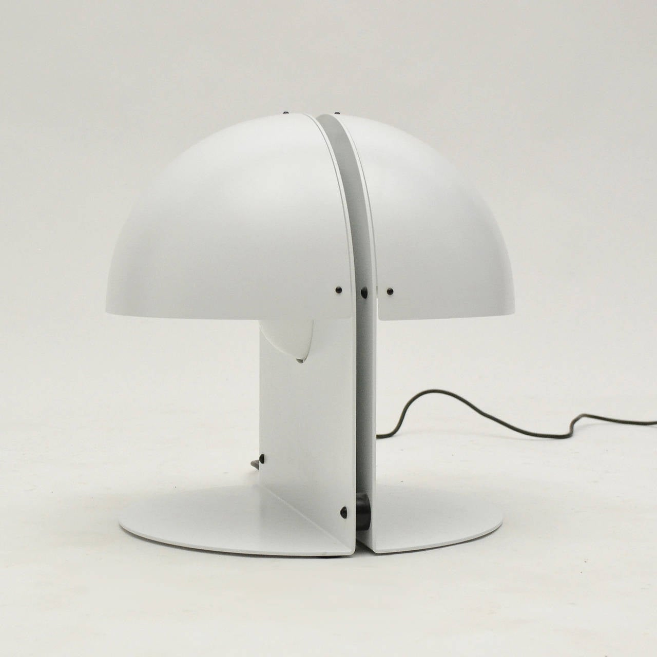 Italian Table Lamp in the Manner of Castiglioni In Excellent Condition For Sale In Highland, IN
