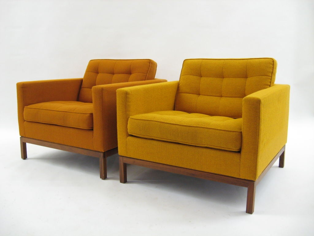American Pair Of Florence Knoll Lounge Chairs With Uncommon Wood Bases For
