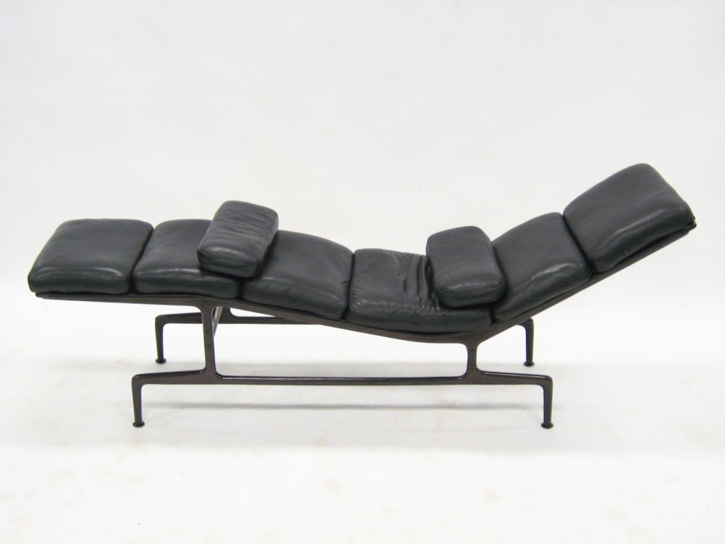 Eames billy wilder chaise lounge by herman miller at 1stdibs for 4 chaises eames