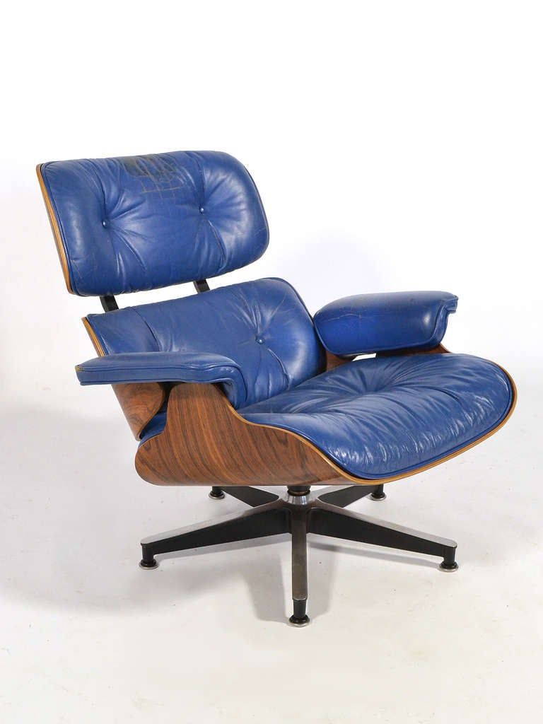 rare eames 670 lounge chair with cobalt blue leather by herman miller at 1stdibs. Black Bedroom Furniture Sets. Home Design Ideas