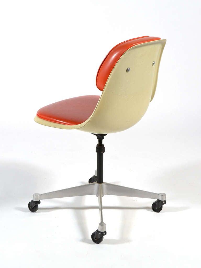 Eames Model Pscc 4 Task Chair By Herman Miller At 1stdibs