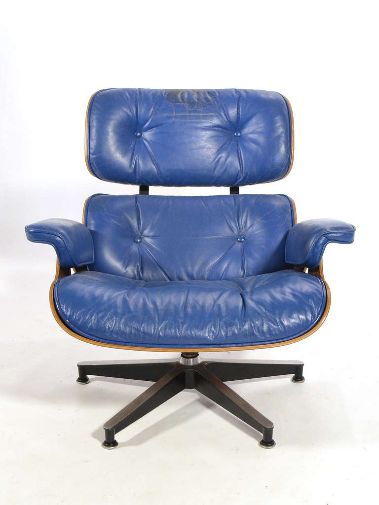 Rare Eames 670 Lounge Chair with Cobalt Blue Leather by Herman Miller In Good Condition In Highland, IN