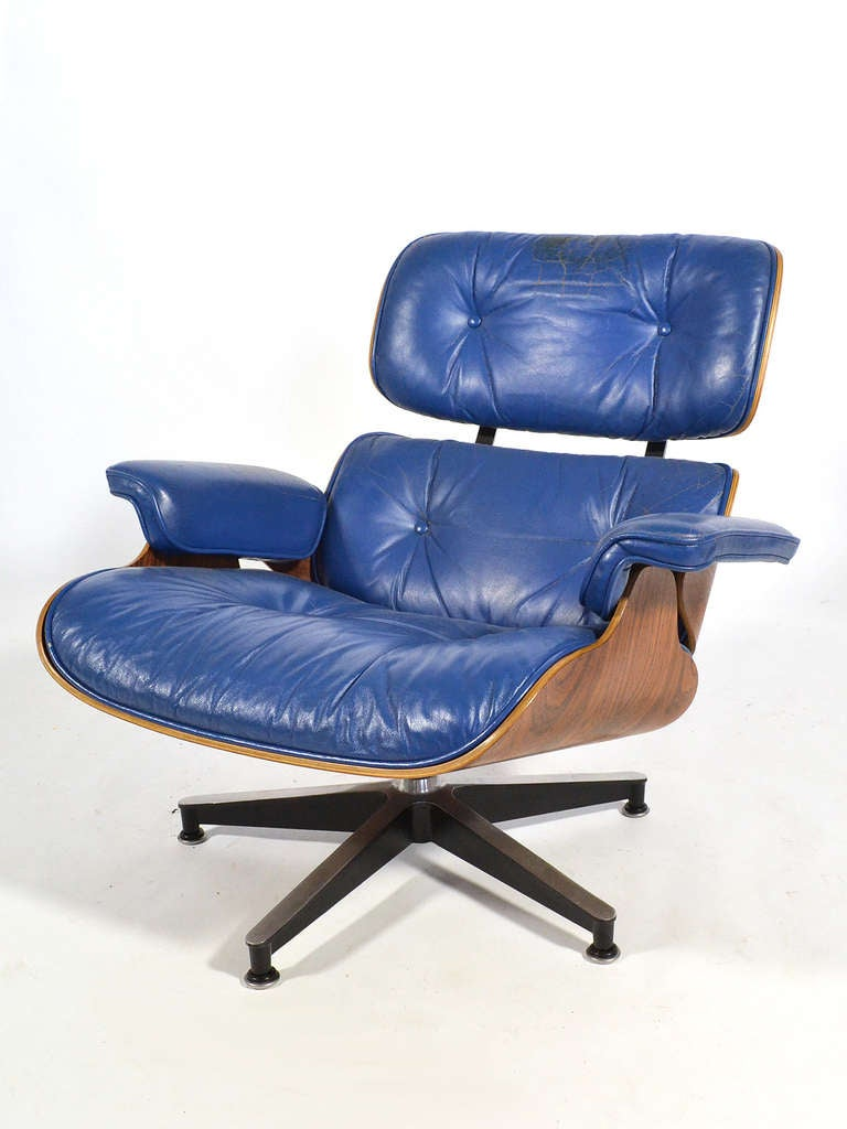 Rosewood Rare Eames 670 Lounge Chair with Cobalt Blue Leather by Herman Miller