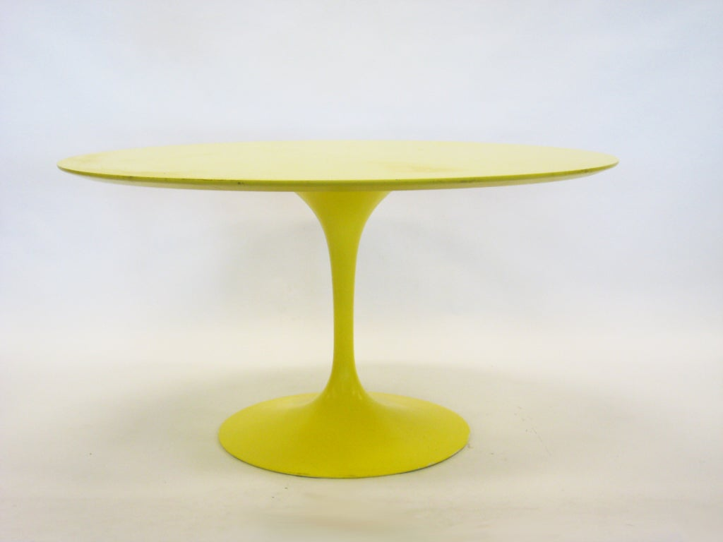 Eero Saarinen tulip table in vivid yellow by Knoll image 2