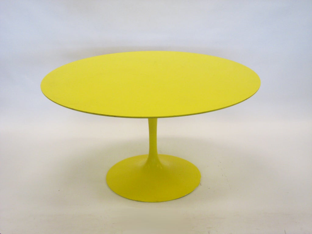 Eero Saarinen tulip table in vivid yellow by Knoll image 3