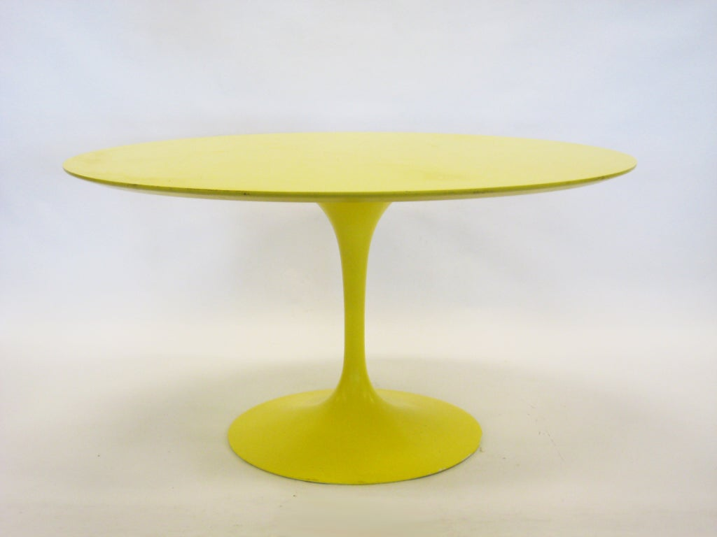 Eero Saarinen tulip table in vivid yellow by Knoll image 5