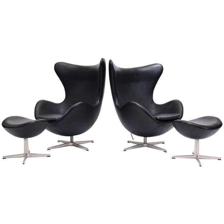 Pair of Arne Jacobsen Egg Chairs and Ottomans by Fritz Hansen For Sale