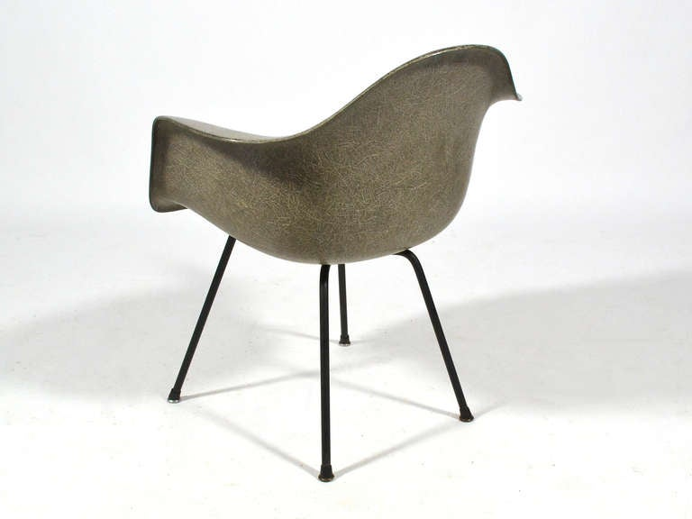 eames zenith elephant hide gray sax easy chair by herman. Black Bedroom Furniture Sets. Home Design Ideas