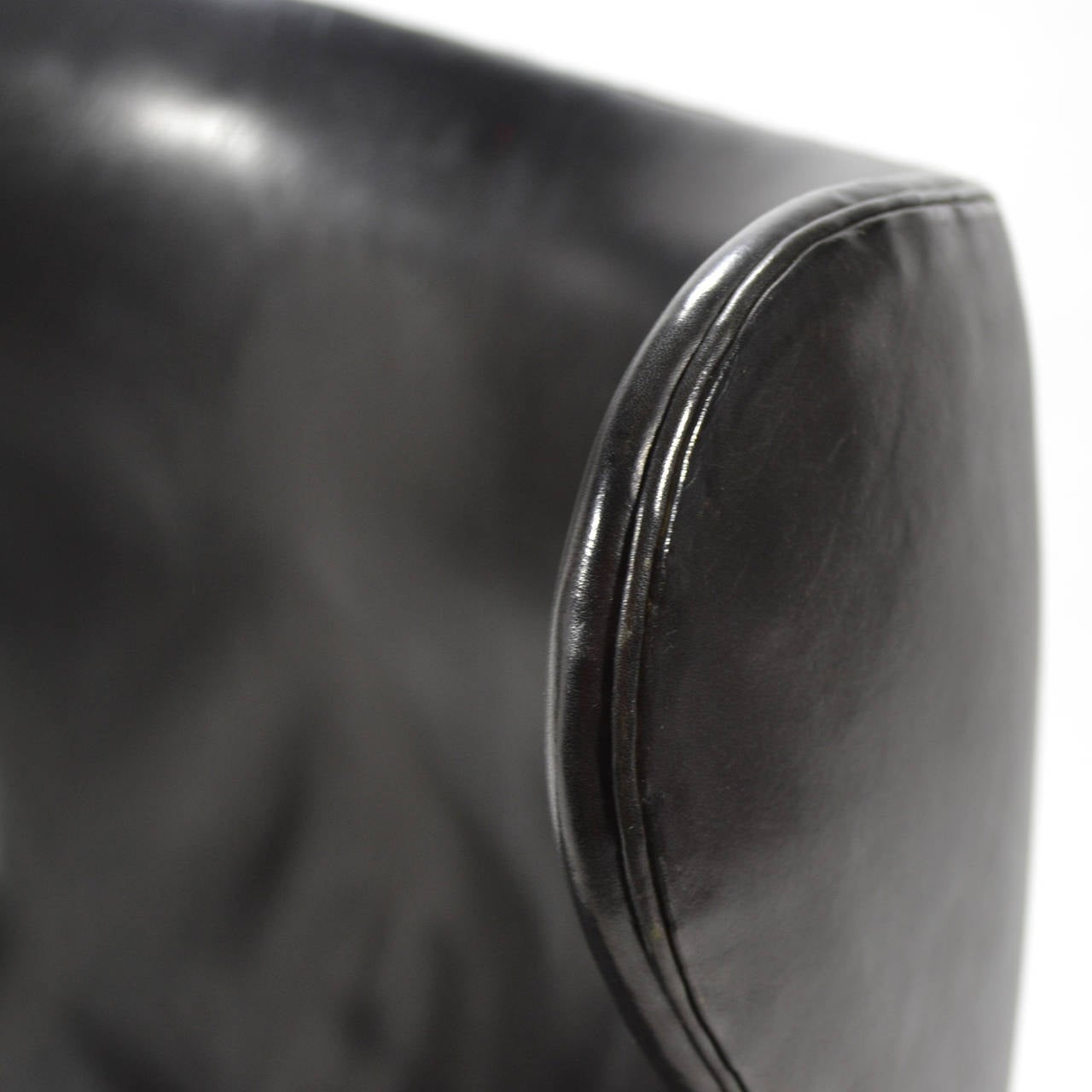 Arne Jacobsen Early Egg Chair in Original Black Leather For Sale 2
