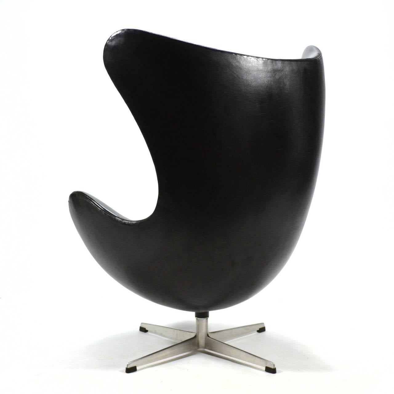 arne jacobsen early egg chair in original black leather for sale at 1stdibs. Black Bedroom Furniture Sets. Home Design Ideas