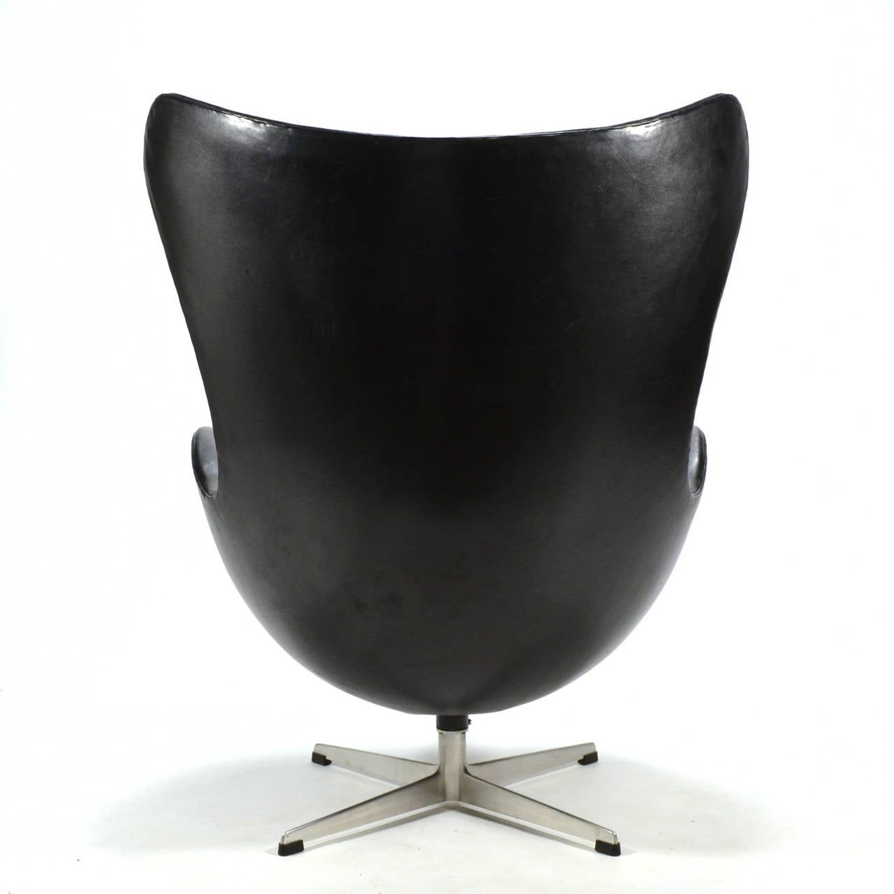 Aluminum Arne Jacobsen Early Egg Chair in Original Black Leather For Sale