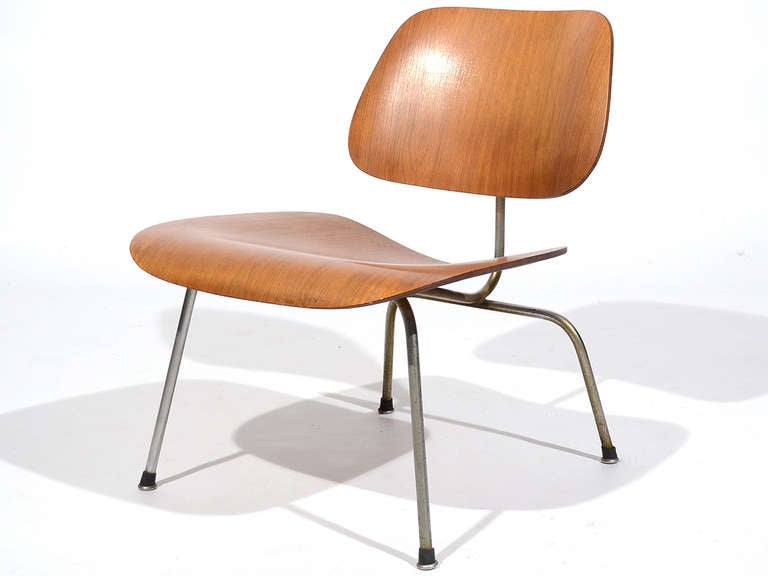 Charles and Ray Eames Walnut LCM Lounge Chair by Herman Miller For Sale 3
