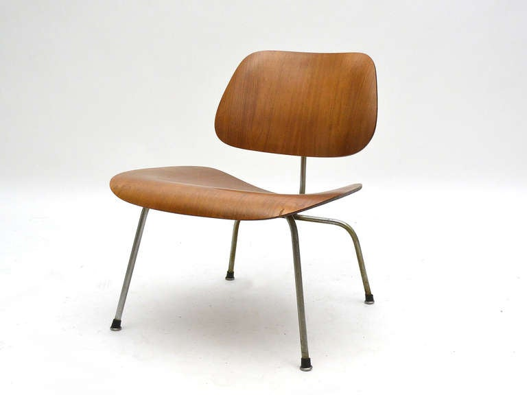 American Charles And Ray Eames Walnut LCM Lounge Chair By Herman Miller For  Sale