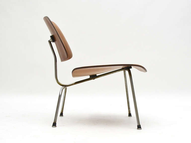 Charles and Ray Eames Walnut LCM Lounge Chair by Herman Miller In Good Condition For Sale In Highland, IN