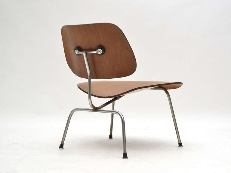 Mid-20th Century Charles and Ray Eames Walnut LCM Lounge Chair by Herman Miller For Sale