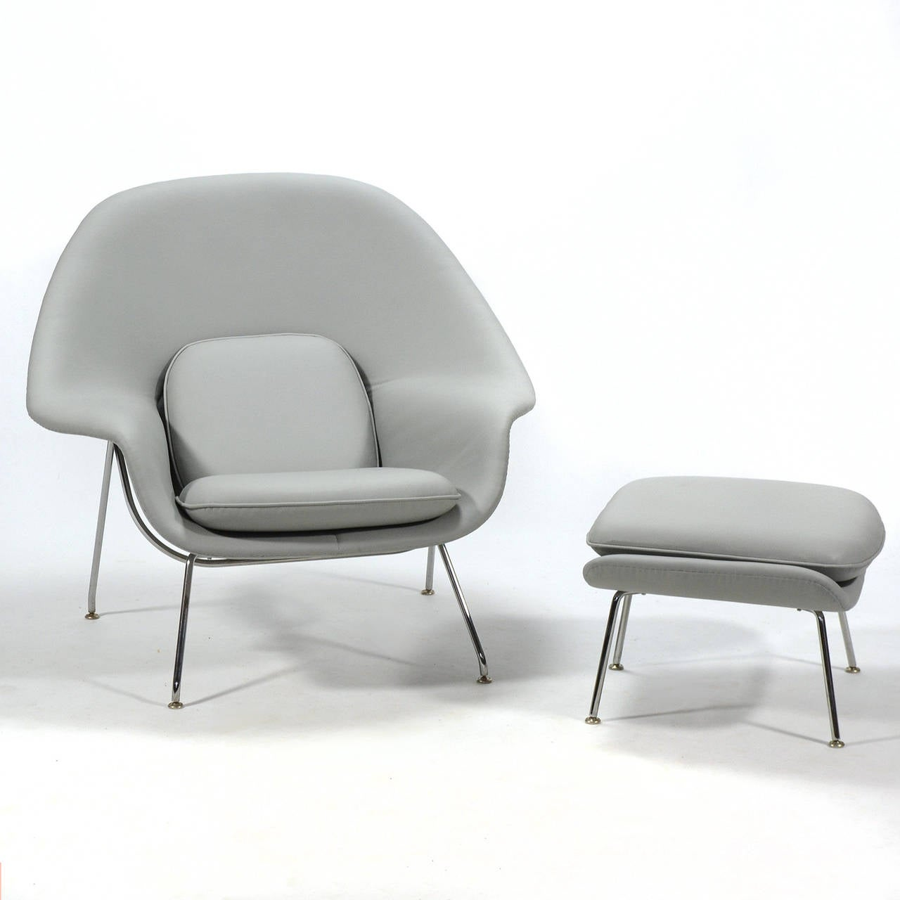 Eero Saarinen Womb Chair and Ottoman in Leather by Knoll at 1stdibs - Eero Saarinen Womb Chair and Ottoman in Leather by Knoll 2