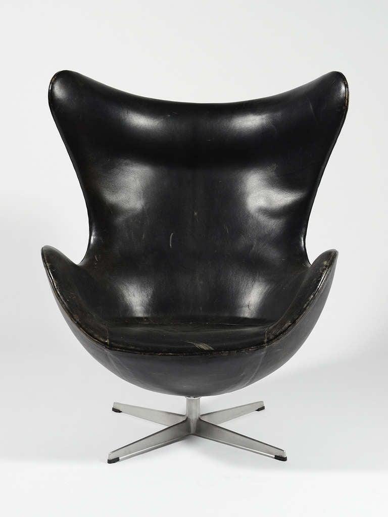 Scandinavian Modern Rare First Generation Egg Chair by Arne Jacobsen For Sale