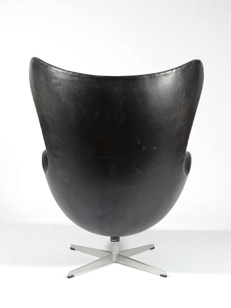 Mid-20th Century Rare First Generation Egg Chair by Arne Jacobsen For Sale