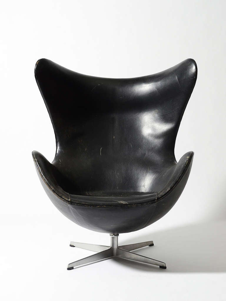 Rare First Generation Egg Chair by Arne Jacobsen For Sale 1
