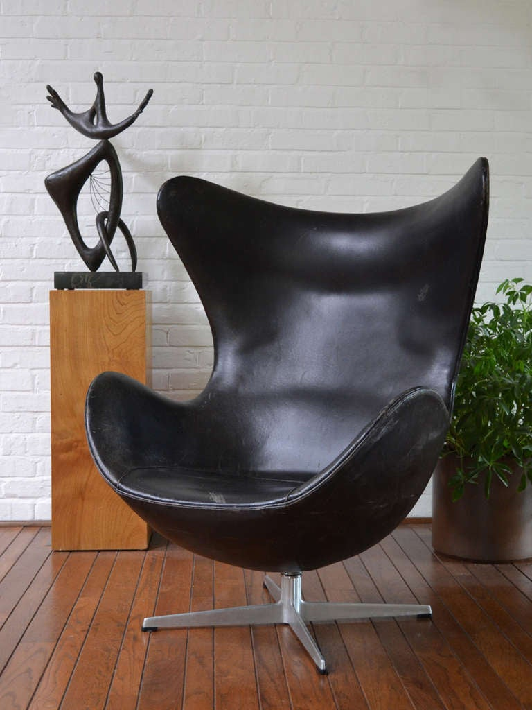 Rare First Generation Egg Chair by Arne Jacobsen For Sale 3